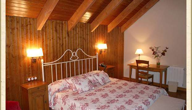 Escapada Relax: Spa privado y bañera hidromasaje en la habitación en Cuenca