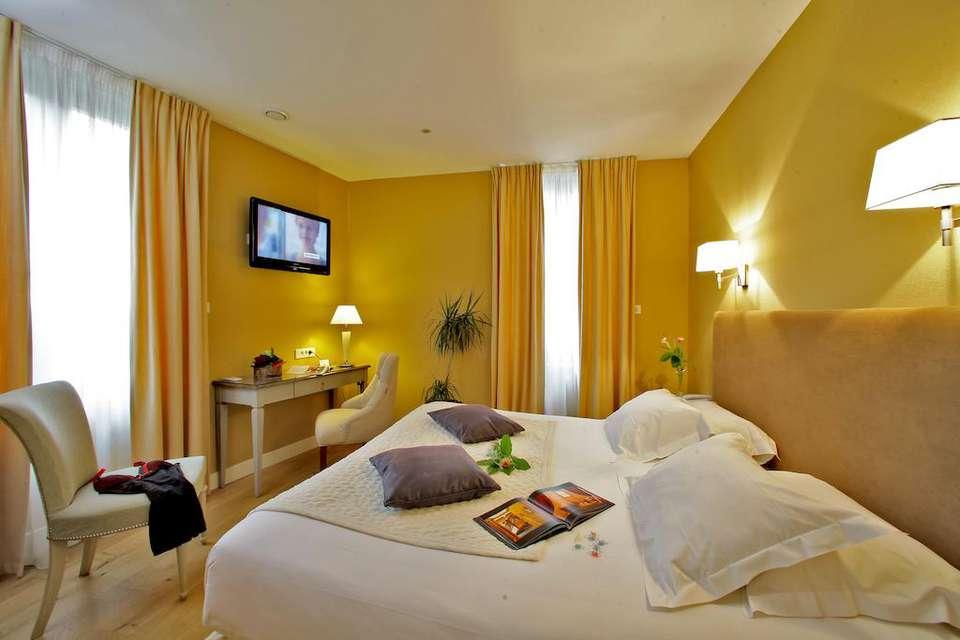 Hôtel Le Renoir - 26579219.jpg