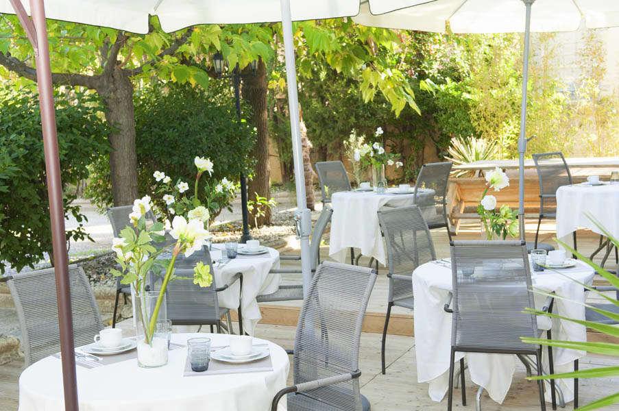 Hôtel Ermitage - 826_hotel_roques_20121108_comm__terrasse_009.jpg