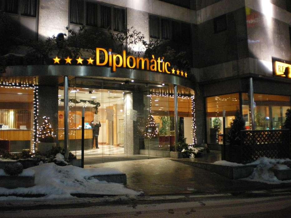 Hotel Zenit Diplomàtic - Fachada_nieve_noche.JPG