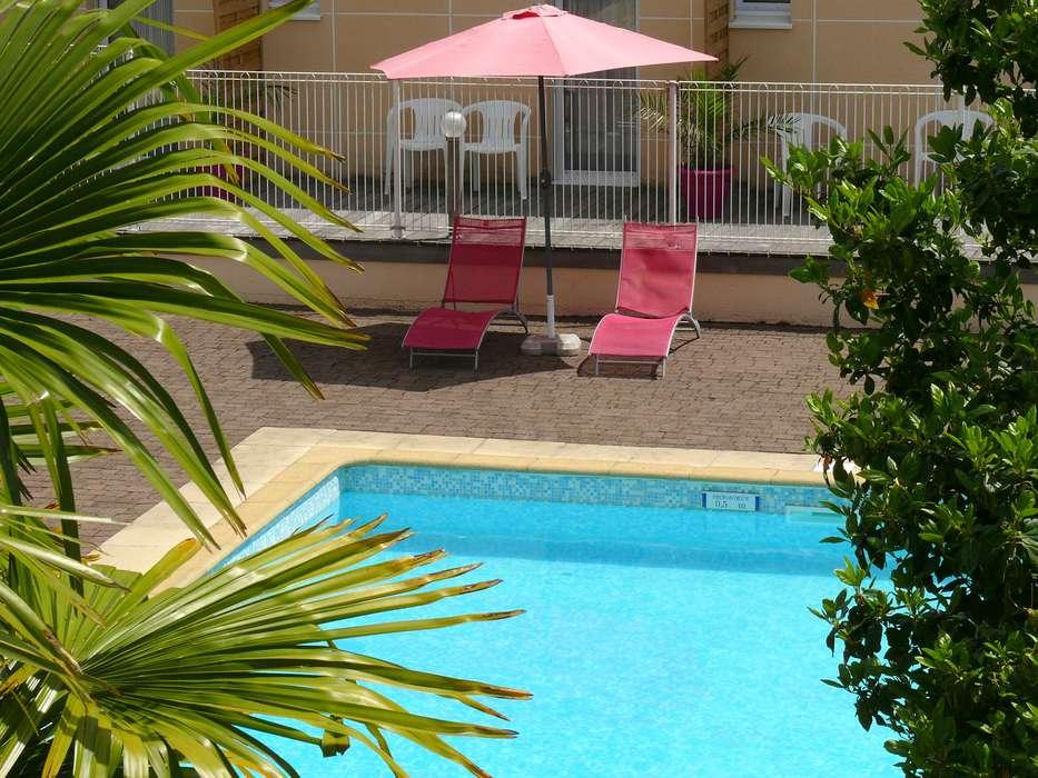 Hôtel Melaine - Piscine extérieure
