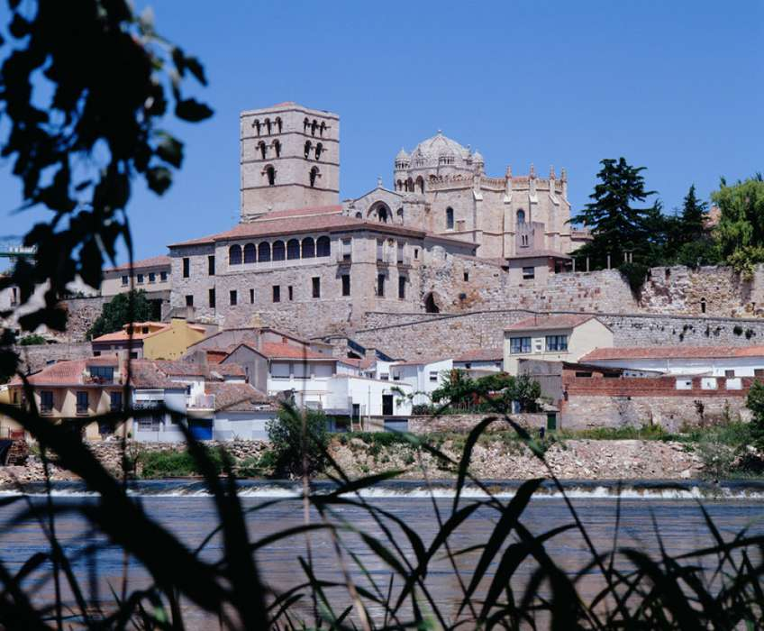 Hotel La Becera - Catedral_de_Zamora.jpg