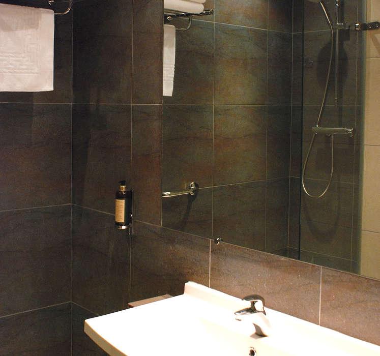 Nîmotel - Salle_de_bain_chambre_superieure.JPG
