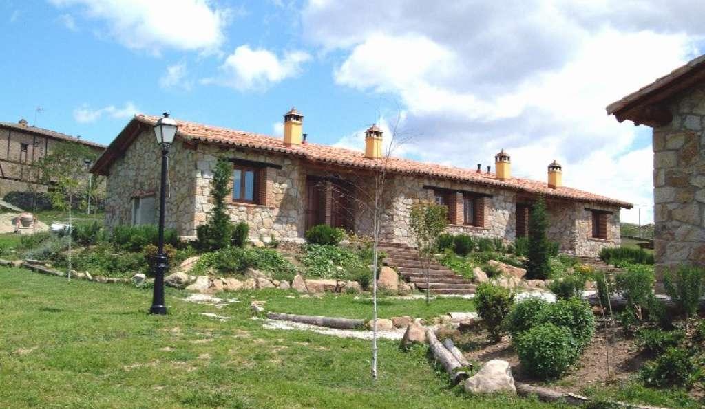 Centro del Turismo Rural Las Praderas - vista_de_la_fachada_de_las_casas.JPG