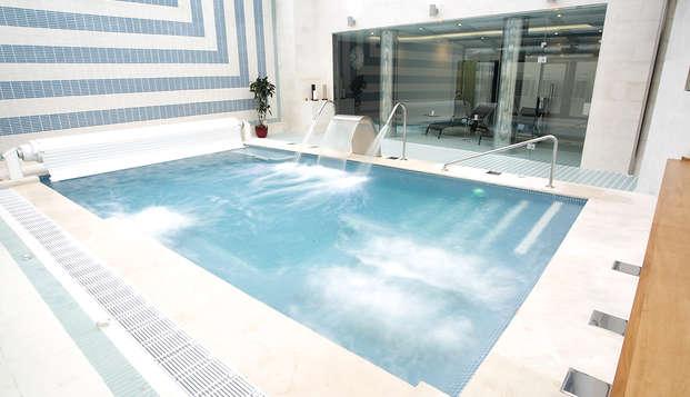 Romanticismo en pleno centro de León con spa y acceso a fitness center