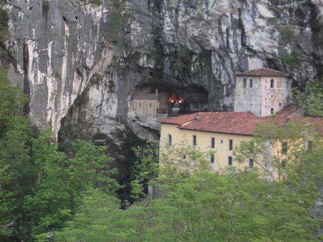 Grupo Hotelero La Pasera - Cueva_de_Santa_Maria_-_Covadonga.JPG