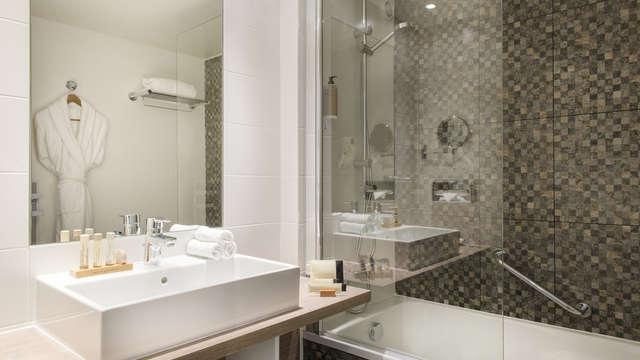 BEST WESTERN PLUS Paris Val de Bievre - salle de bain exe et suite