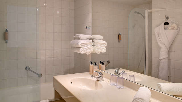 Best Western Plus Paris Meudon Ermitage - salle de bain chambre tradition