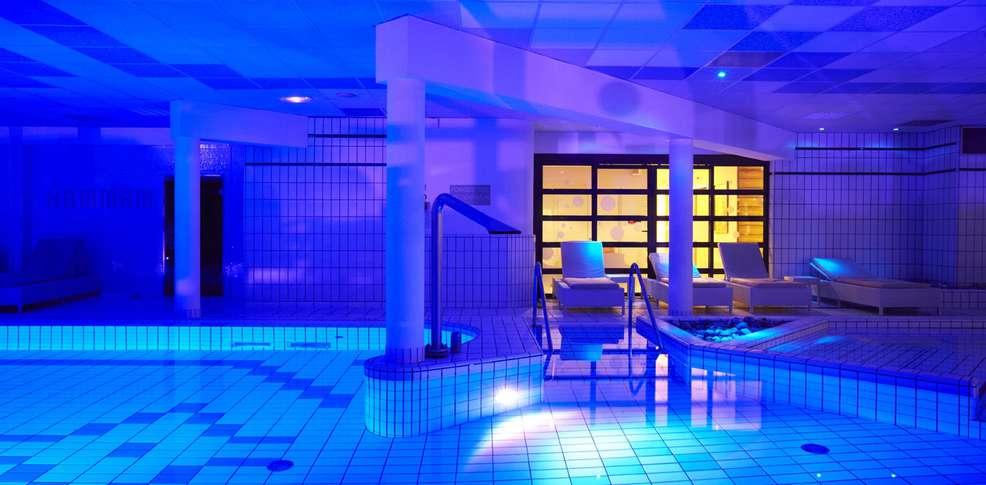 Week end bien tre forges les eaux avec 1 acc s l 39 espace for Hotel baie de somme avec piscine
