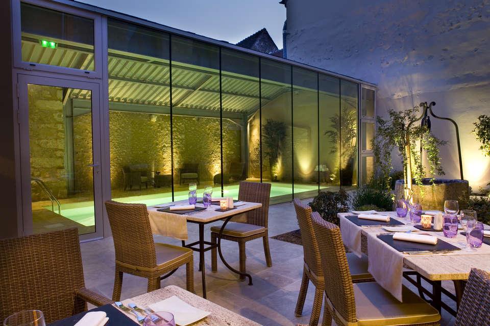Hotel The Originals Aux Vieux Remparts (ex Relais du Silence) - Terrasse