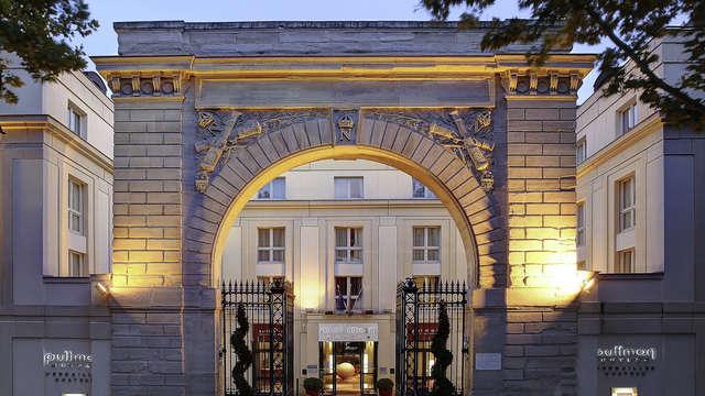 Le Louis Versailles Chateau MGallery by Sofitel - PULLMAN CHATEAU DE VERSAILLES FACADE DE NUIT -