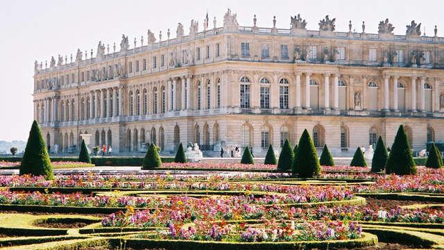 Le Louis Versailles Chateau MGallery by Sofitel - Chateau-de-Versailles-et-jardin-fleuri