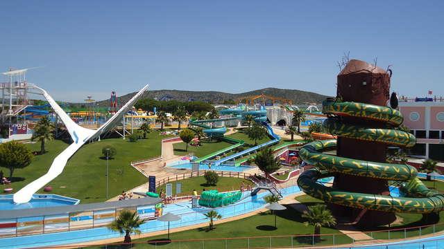 Entrada para el parque acuático Aquashow (disponible de mayo a septiembre) para 2 adultos