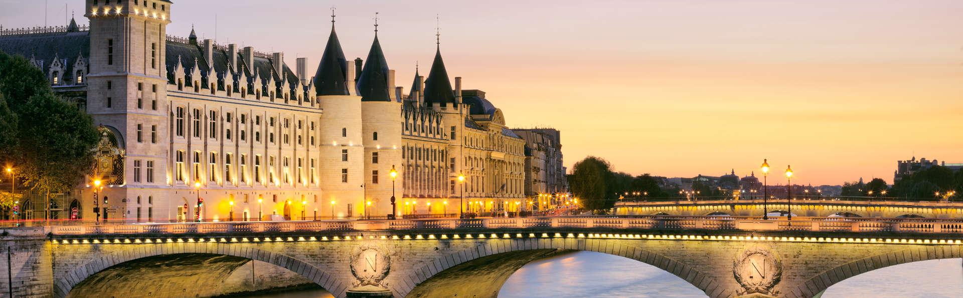 Week-end détente et découverte avec croisière sur les bateaux mouches à Paris