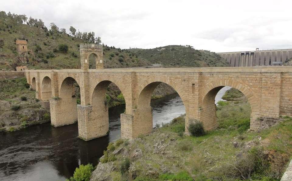 Complejo Peñafiel - Puente_de_Alcantara_desde_margen_izquierda_del_rio_Tajo__aguas_abajo_del_puente..JPG