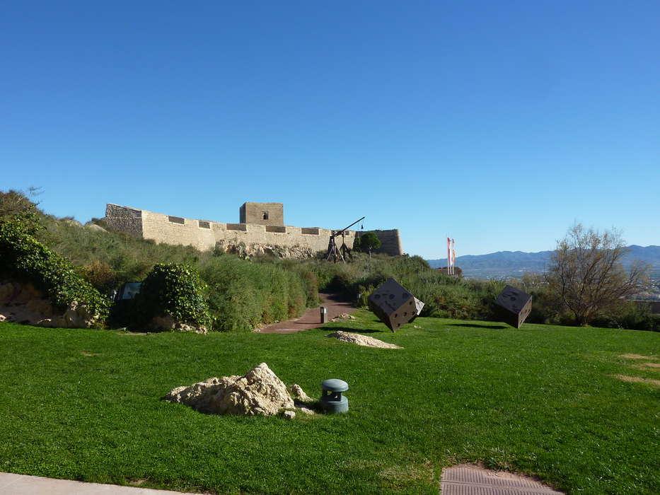 Hotel Spa Jardines de Lorca - Cesped_del_castillo_de_Lorca.jpg