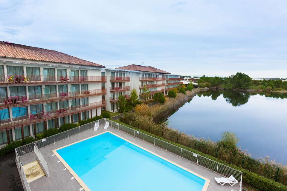 Résidence All Suites Appart Hotel La Teste - Vue_batiment_piscine_lac.jpg