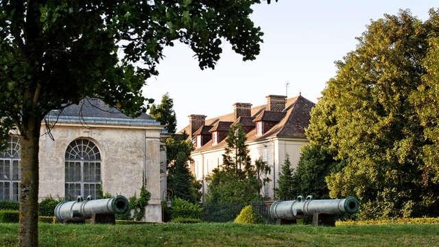 Hotel La Petite Verrerie - cour chateau