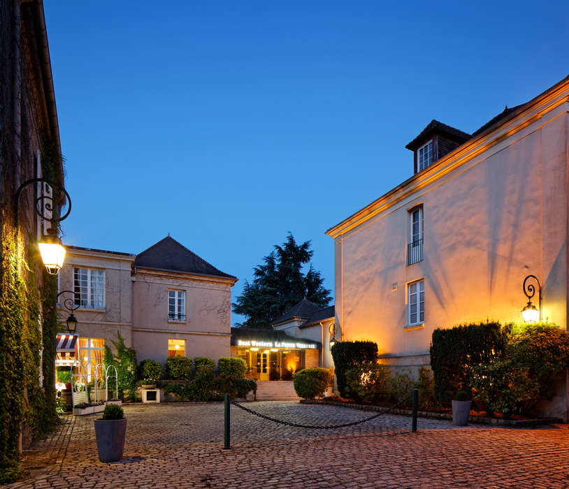 Hôtel La Petite Verrerie - Facade_nuit_LPV.jpg