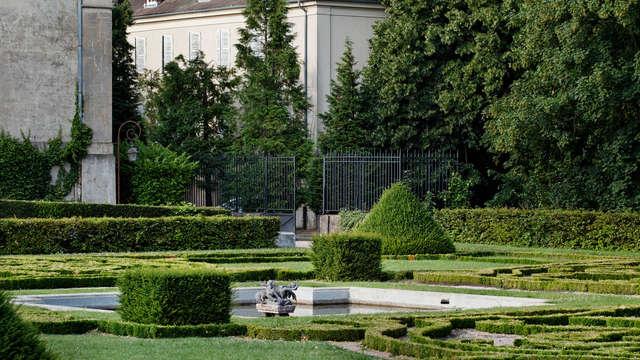 Hotel La Petite Verrerie - cour chateau LPV