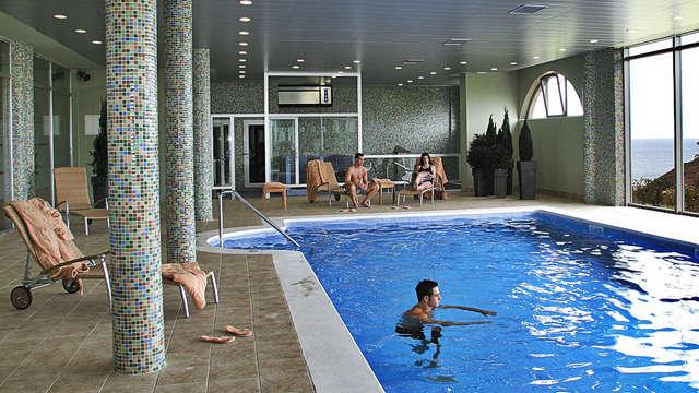 acceso a la piscina interior