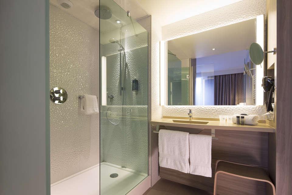 undefined - Oceania_Hotel_de_France_Salle_de_Bain.jpg