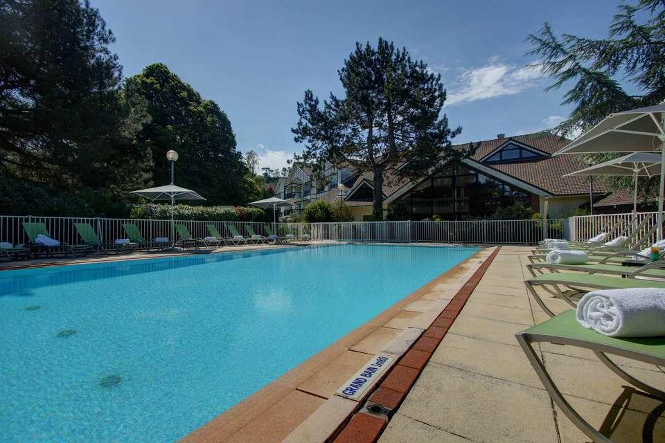 Najeti Hôtel du Parc - piscine.jpg