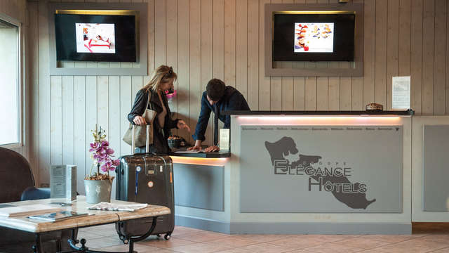 Elegance Suites Hotel - reception web