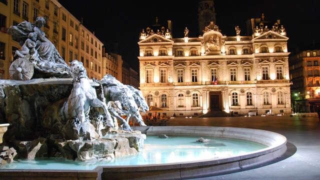 Lagrange City Lyon Lumiere - Fontaine des Terreaux et Opera c Quentin Le Bourgeois OT