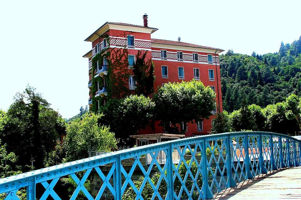 Hôtel Helvie - Facade.jpg