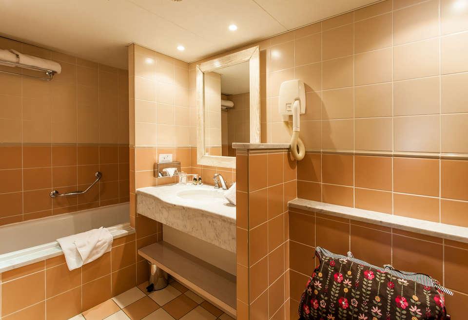Hôtel de Massane - CP_HOTEL_SDB2.jpg