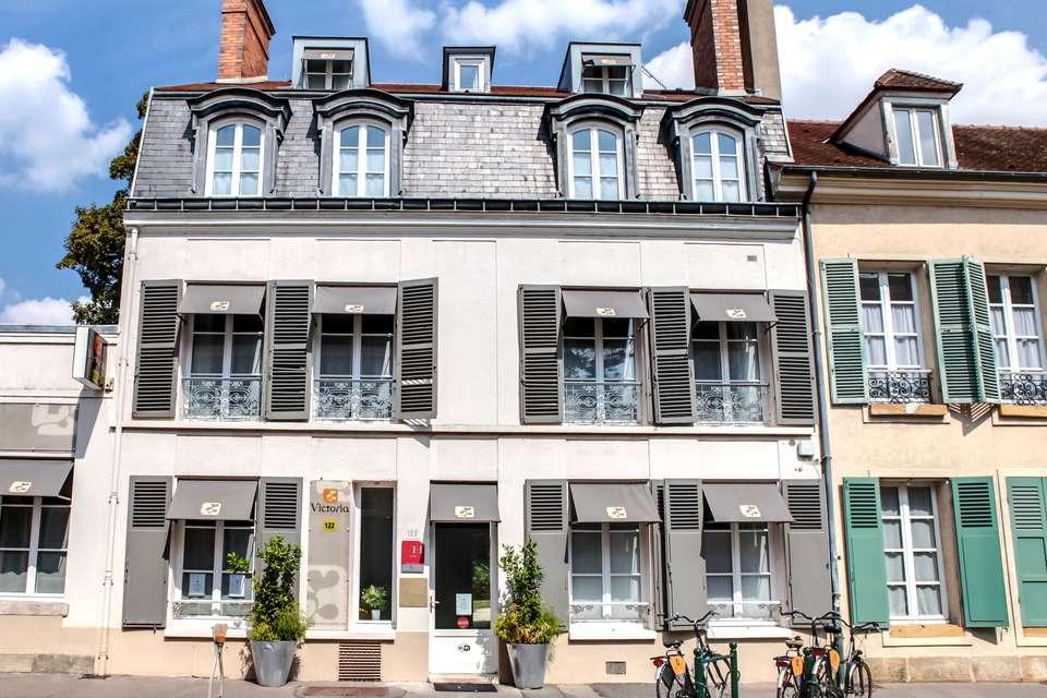 Hôtel Victoria - Fontainebleau - facade_rue_122.jpg
