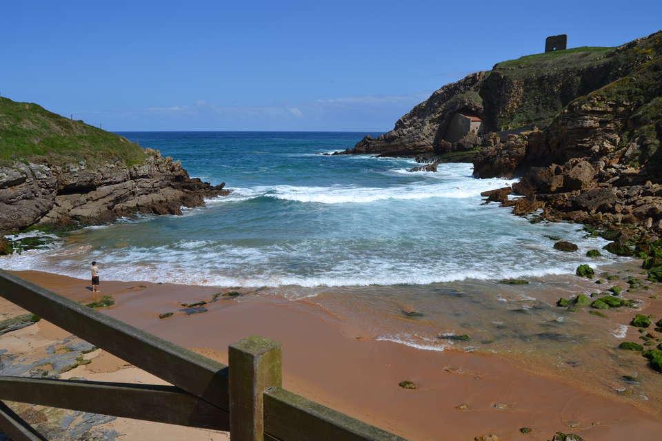 Posada La Cabaña de Salmón - Playa_de_Santa_Justa___Ubiarco-_Cantabria_.jpg