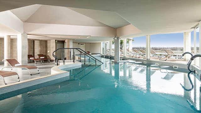 Hotel les bains de Camargue Spa by Thalazur - thalazur-port-camargue-piscine-