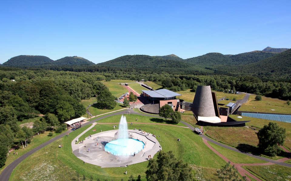 week end parcs d 39 attractions clermont ferrand avec 1 entr e au parc d 39 attractions vulcania pour. Black Bedroom Furniture Sets. Home Design Ideas