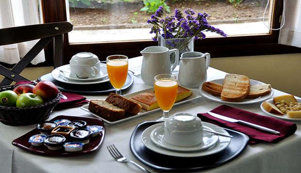 Escapada romántica con desayuno incluido, cava y mucho amor en plena naturaleza asturiana