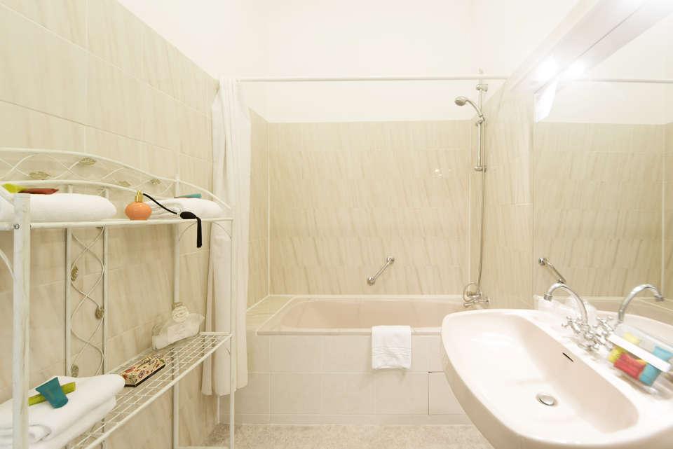 Le Grand Hôtel de la Plage - hotel_cerise_le_grand_hotel_de_la_plage_royan_salle_de_bain__4_.jpg