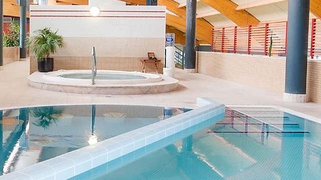 acceso a la piscina termal