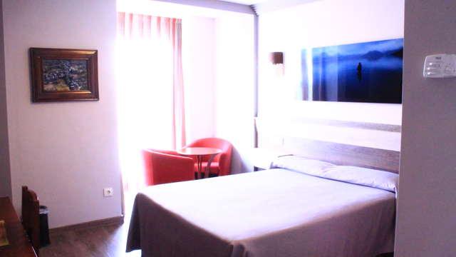 1 noche en habitación doble superior vista a la ciudad para 2 adultos