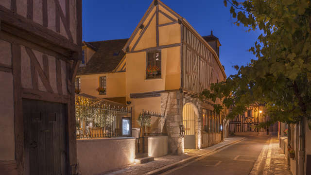 Hotel The Originals Aux Vieux Remparts ex Relais du Silence