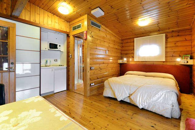 Hotel Somlom - HABITACIO_LLIT_MATRIMONI_3.jpg