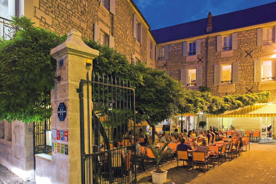 Hôtel Le Fontarabie - Restaurant la Glycine - Facade_nuit.jpg