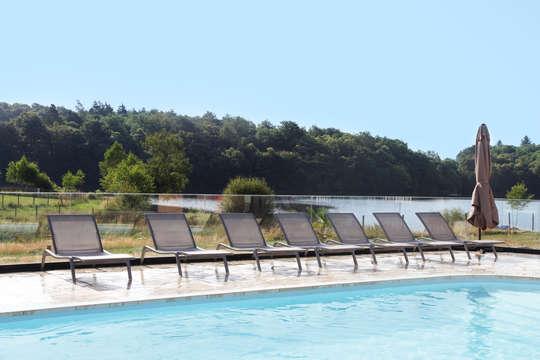 1 Accès à la piscine intérieure et extérieure pour 2 adultes (jour 1 et jour 2)