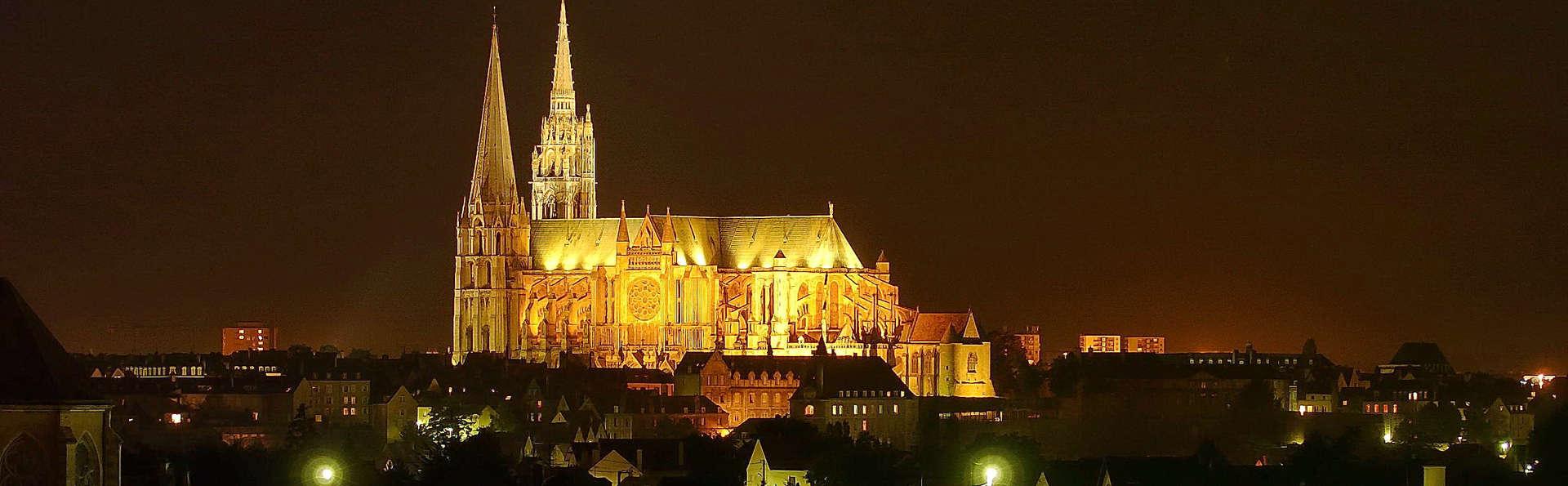 Campanile Chartres Centre - Gare - Cathédrale - 16C_-_Cathedrale_de_nuit_-__Guillermo_Osorio__4_.jpg