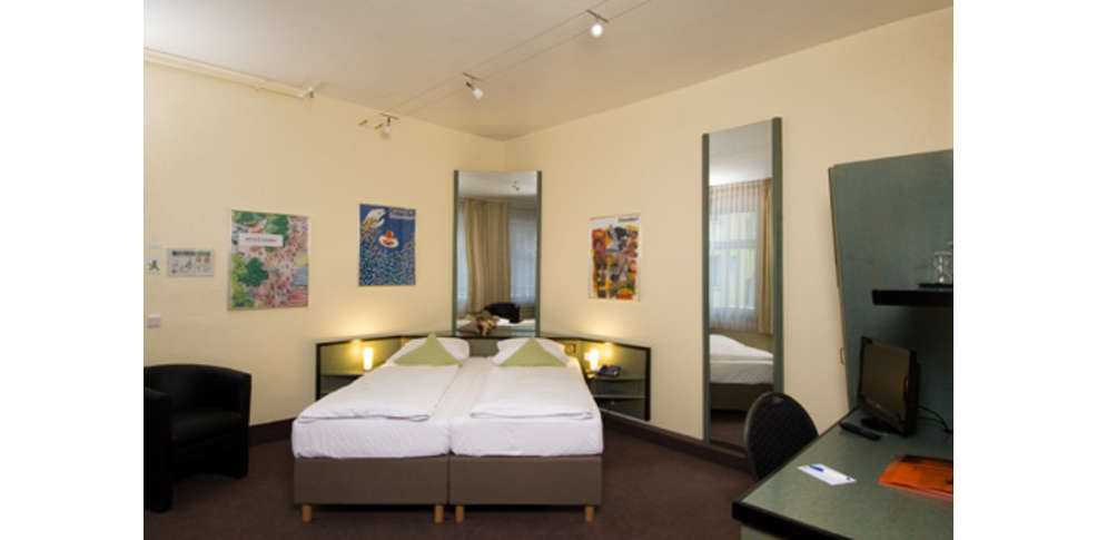 monopol hotel 3 d sseldorf alemania. Black Bedroom Furniture Sets. Home Design Ideas