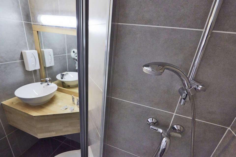 Hotel Kyriad Caen Sud Ifs - KYRIAD_CAEN_bathroom2.jpg