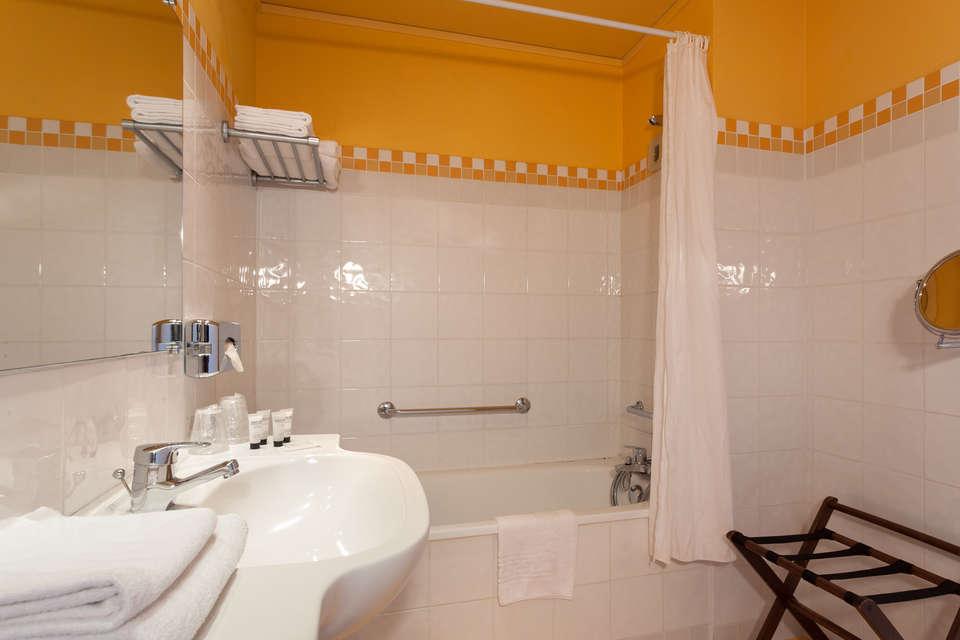 Logis Hôtel du Beffroi - hotel-du-beffroi-bathroom.jpg