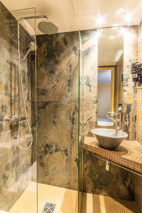 Hotel Moulin Plaza - moulin-plaza-bathroom3.jpg