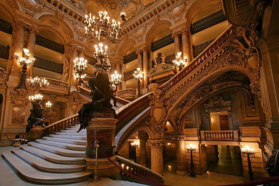 Hôtel London - opera-national-de-paris-stairs.jpg