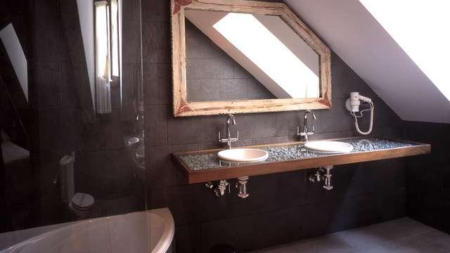 bañera de Hidromasaje en la habitación para 2 adultos